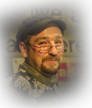 Portraitfoto von Andre Dahlke lächelnd
